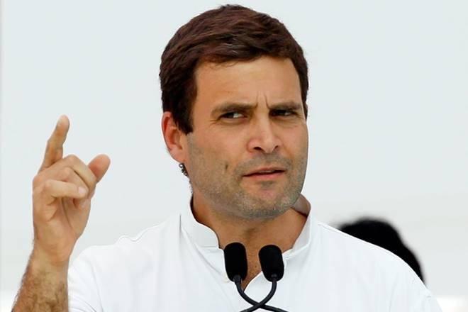 आधी रात को मार्च करते इंडिया गेट पर दिखे राहुल गांधी